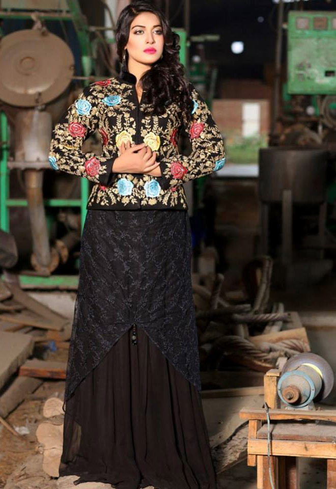 balck and golden Beautiful Pakistani Mehndi Dresses 2018