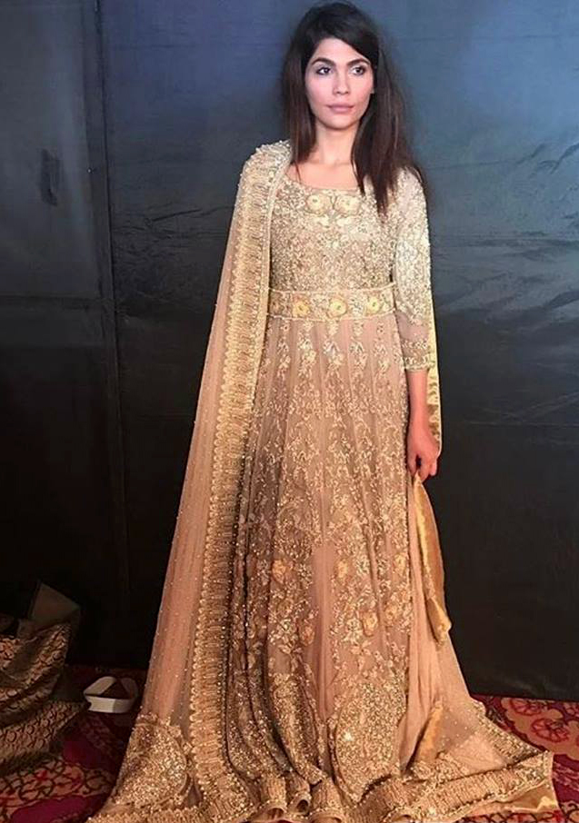 Beautiful chunari Pakistani Mehndi lehnga Dresses 2018