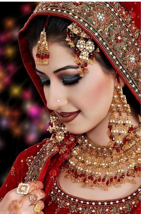 bridal red mehndi dress and makeups