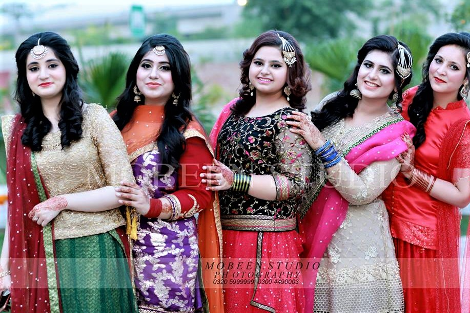 Lehenga For Mehndi Ceremony : Pakistani mehndi dresses bridal sisters