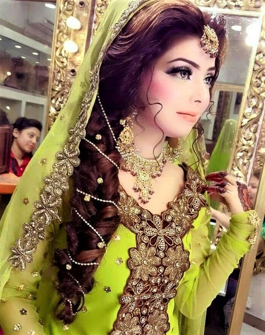 17 Best Hairstyles With Mehndi Dress Ideas Mehndi Dresses