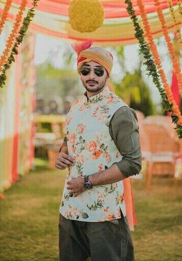 waist coat Mehndi Dresses for Boys