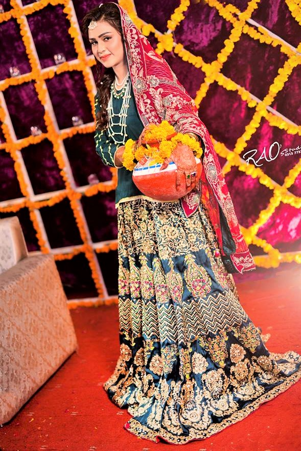 pakistani bridal dresses on mehndi