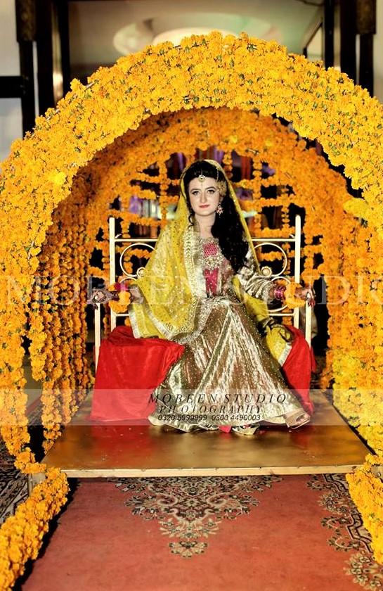 Best shiny silk lehnga mehndi dresses