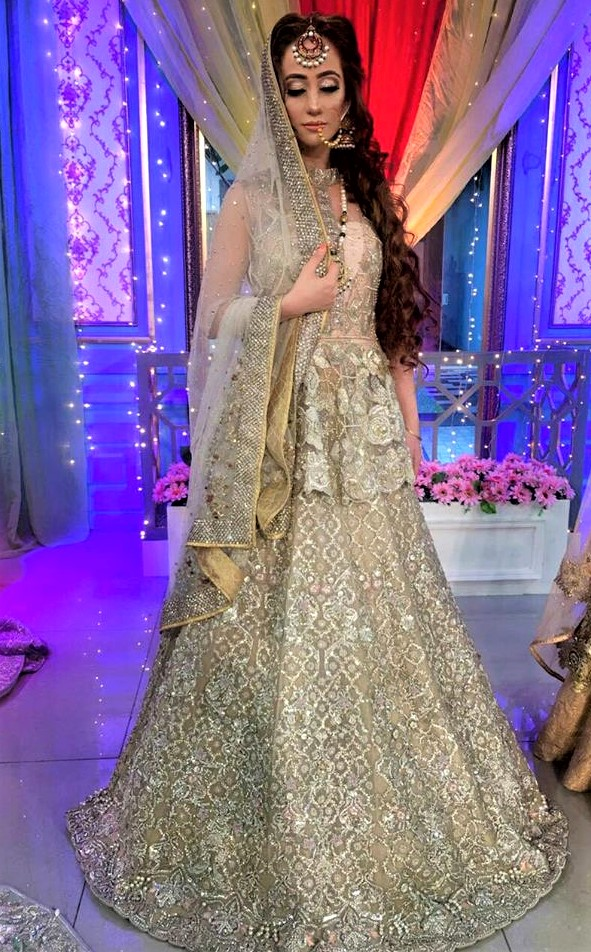 Fancy lehnga for brides by Erum khan mehndi dresses