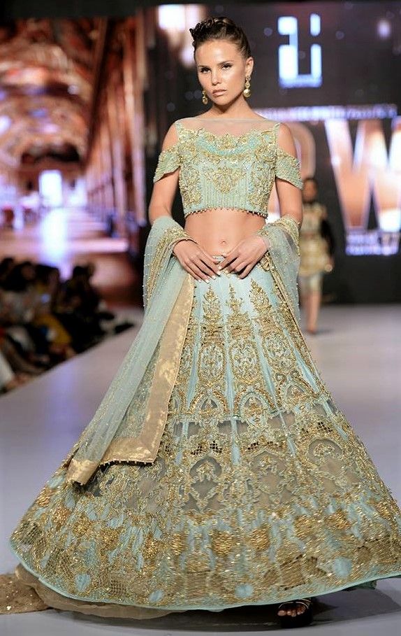 Beautiful fancy frock Erum khan mehndi dresses