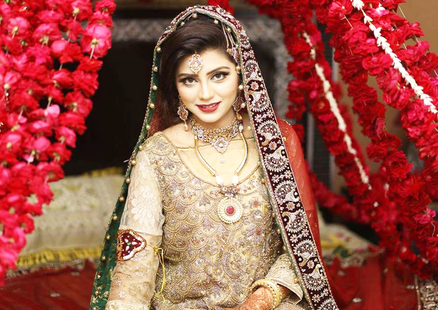 Best irza khanPakistani Celebrities Mehndi Dresses