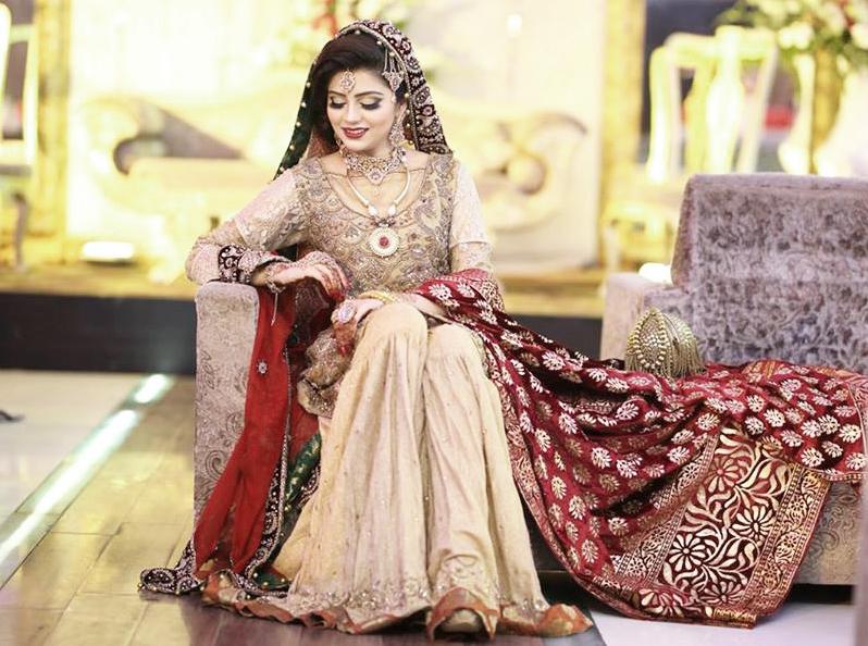 Irza khan Pakistani Celebrities Mehndi Dresses