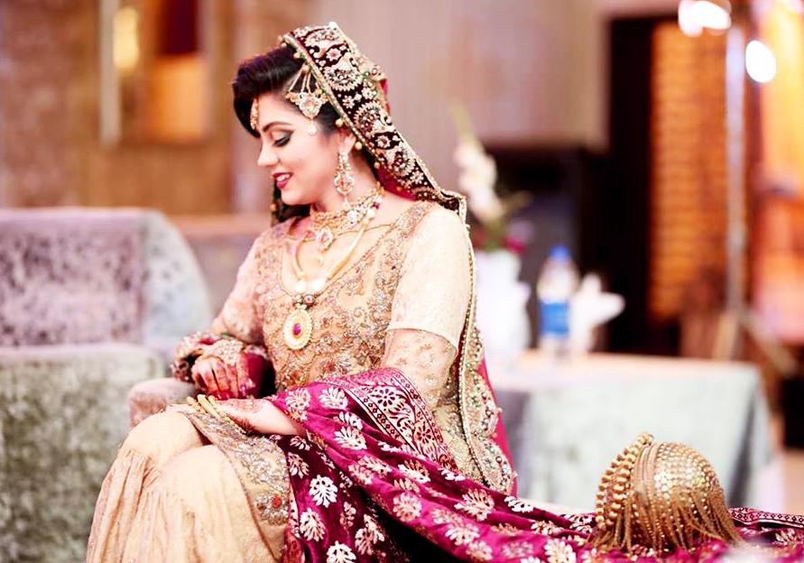 irza khan Pakistani Celebrities Mehndi Dresses at wedding