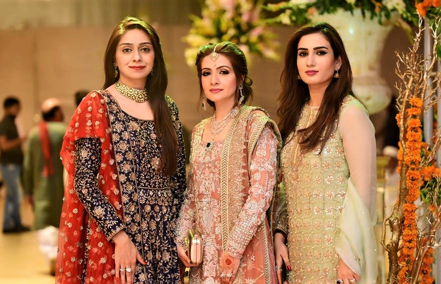 Mehndi Ceremony Outfits : Pakistani mehndi dresses bridal sisters