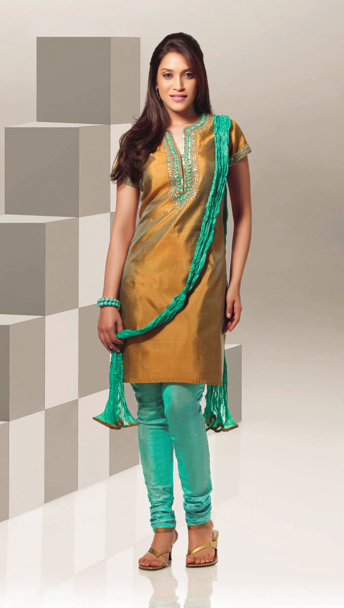 bollywood Mehndi Dresses Simple Salwar Kameez styles
