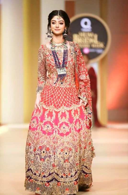 Ayeza Khan apantene bridal couture fashion week
