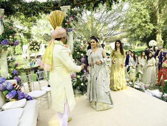 Shah mehmood son celebridies pakistani mehndi dresses