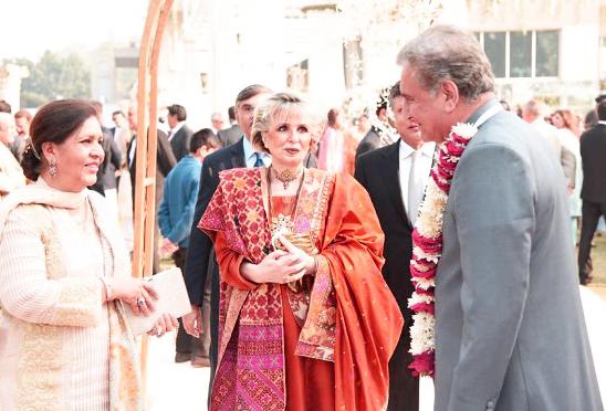 Pakistani Celebrities Mehndi Dresses On Weddings