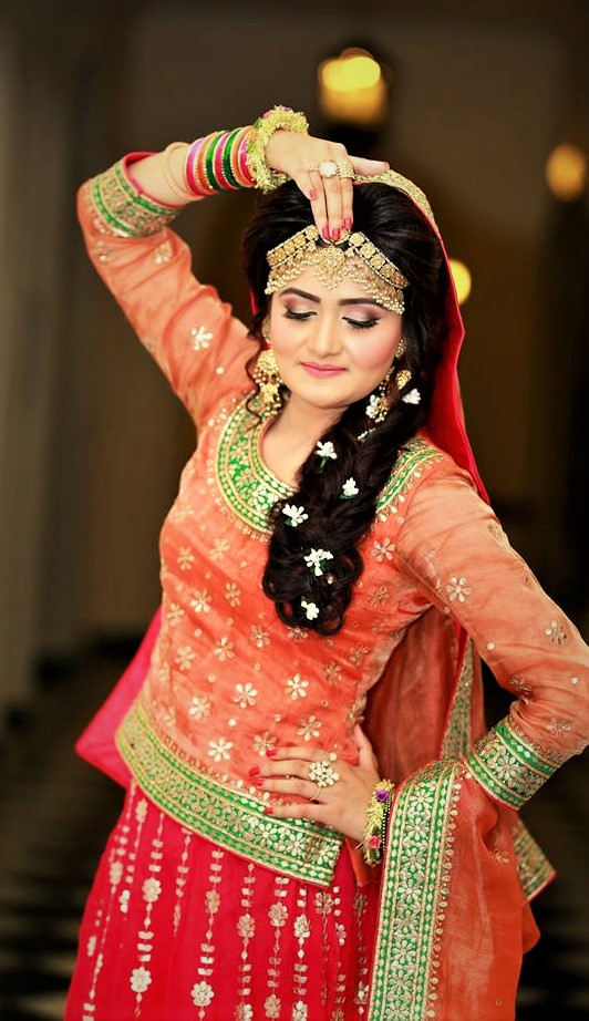 beautiful Jewellery Designs for Mehndi Dresses