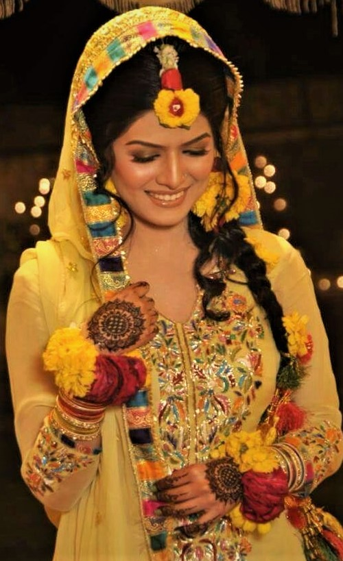 best flower Jewellery Designs for Mehndi Dresses