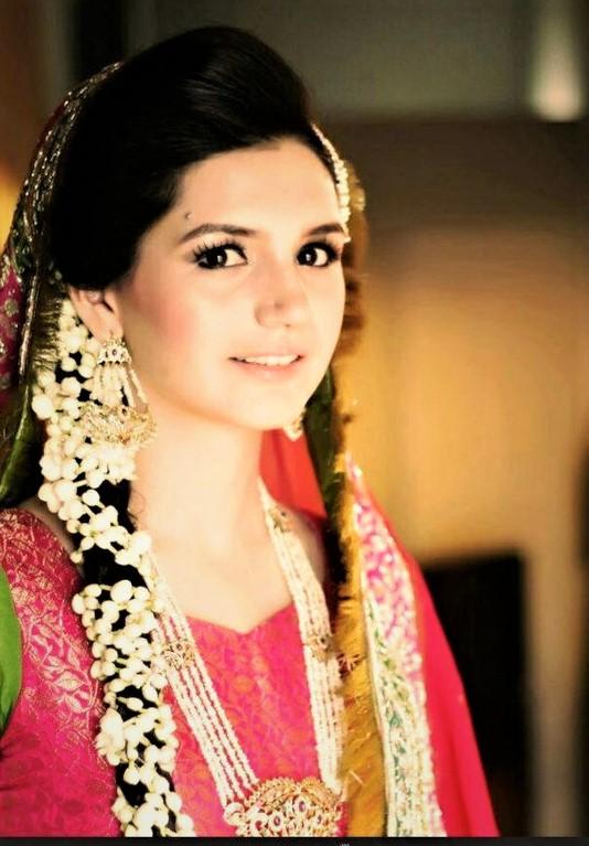 easy Jewellery Designs for Mehndi Dresses