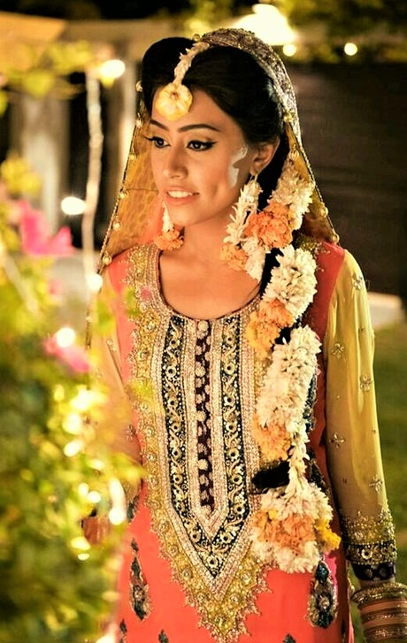 Mehndi Dresses with Paranda
