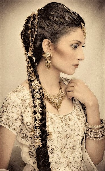 wedding Mehndi Dresses with Paranda Hairstyles Fashion