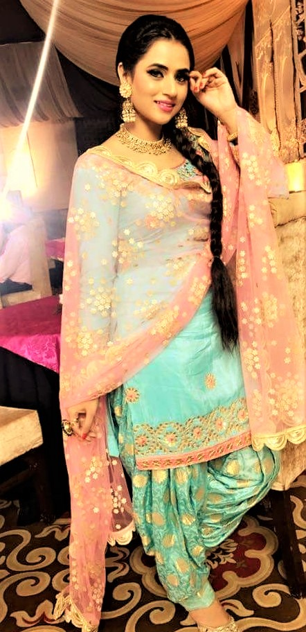 best punjabi culture dresses in Pakistan