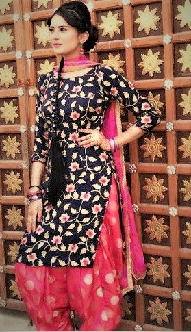 Mehndi Dresses designs with Paranda