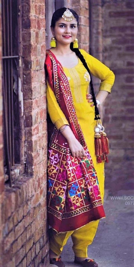 punjabi Paranda Hairstyles with mehndi dress