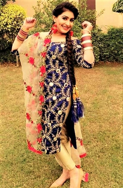 Mehndi Dresses with Paranda Hairstyles best Fashion