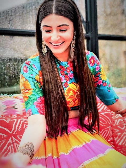 Anushka Sharma Mehndi Dresses