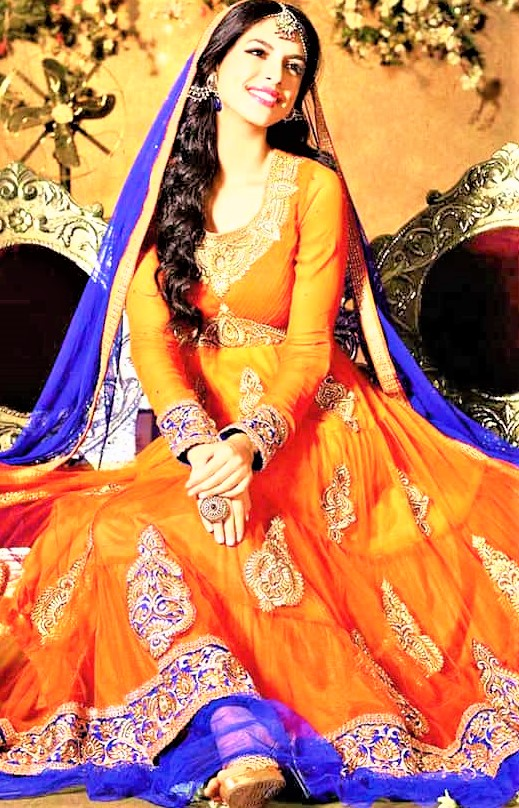 Mehndi Dresses in Orange Colour Contrasts