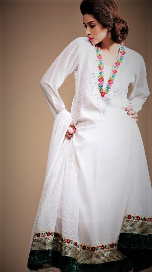 Mehndi Dresses in White Colour Pakistani for girls nikah
