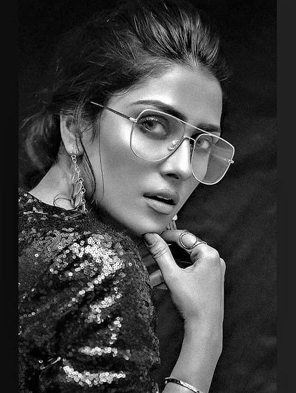 Ayeza Khan Pakistani Actress New Photo Shoot