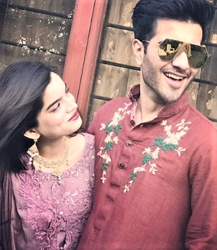 Feroz Khan Actor Wife and Alizey Mehndi Dresses on Wedding