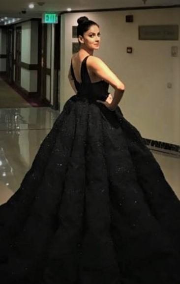 Saba Qamar Red Carpet Dresses at Hum Style Awards 2018