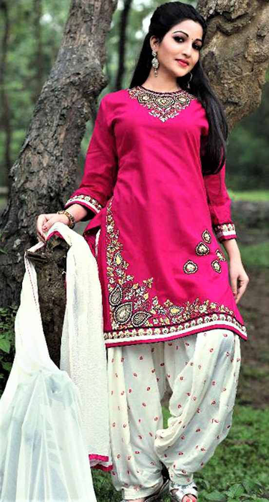 Mehndi Dressess: Punjabi Suit Girlish Look