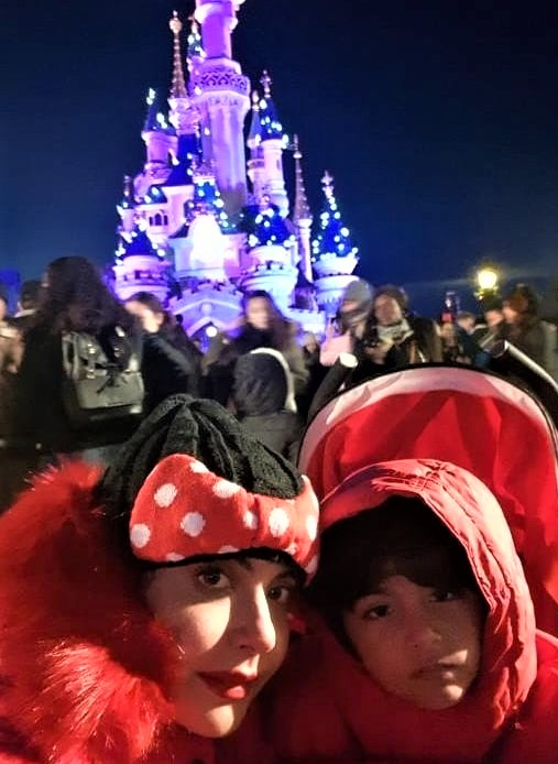 Latest Pics of Nida Yasir With Her Kids in Disneyland at Christmas
