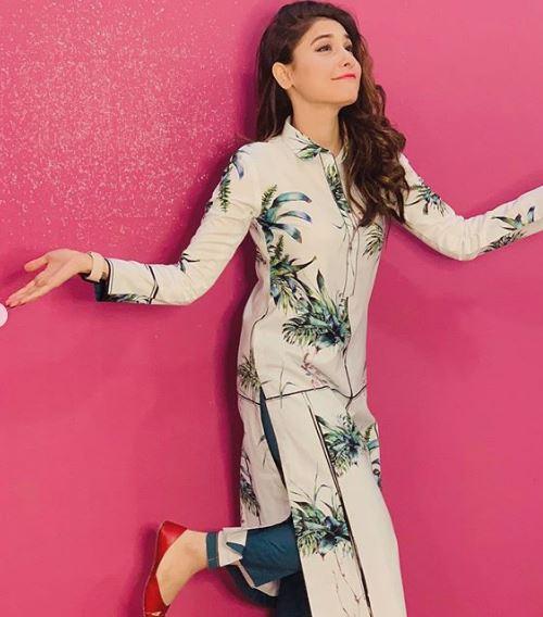 Hina Altaf Khan Pakistani Actress Represent Mak Winter Collection