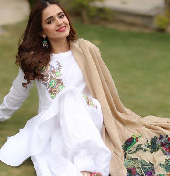 Sumbul Iqbal Pakistani Actress Dresses Photos Latest