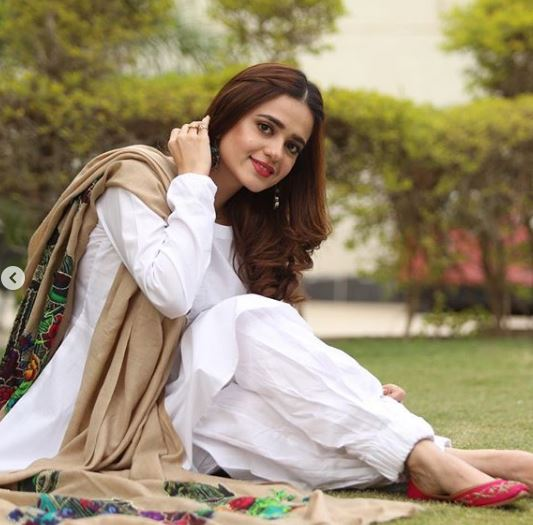 Sumbul Iqbal Pakistani Actress Dresses Photos Latest