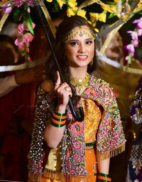 kashmiri new latest mehndi dress