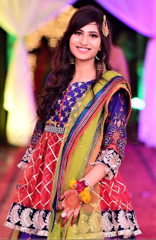 Super Mehndi Dresses Colour Combination 2021