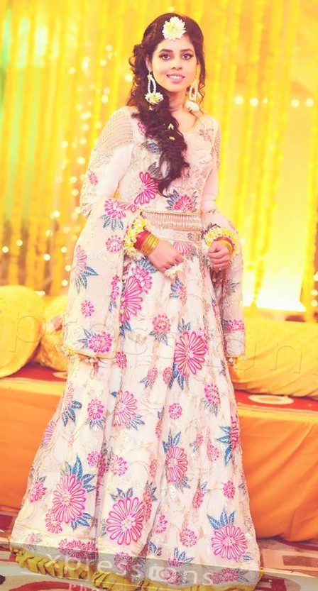 pink white frock Designs of Mehndi Dresses