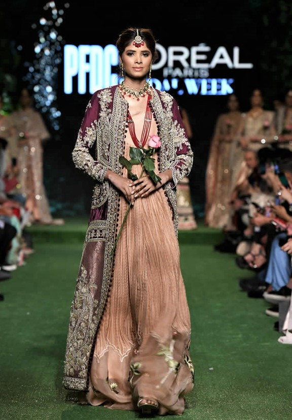 saira shakira formal wear at PDFC 2019