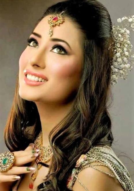 Best Pakistani Girls Hair Styles For Wedding Party 2020 2021 Mehndi Dresses 2020 2021 Pakistani Latest Wedding Wear Dresses