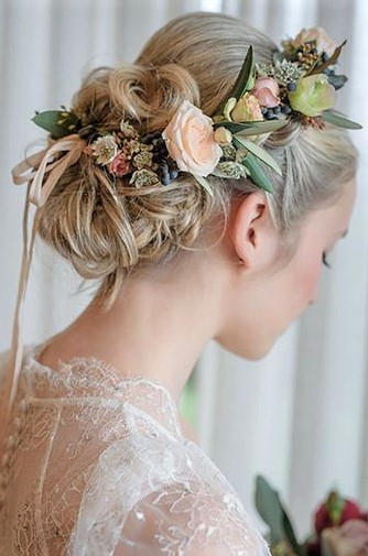 Pakistani Girls Hair Styles for Wedding with flowers