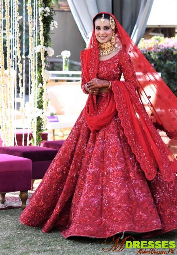 iqra aziz red lehnga dress for wedding