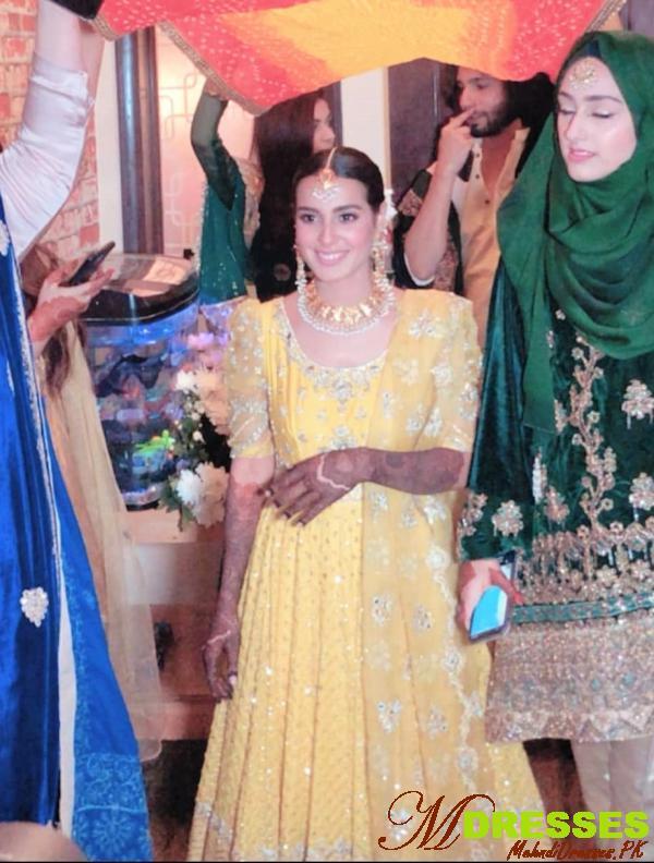 iqra aziz mehndi wedding dress